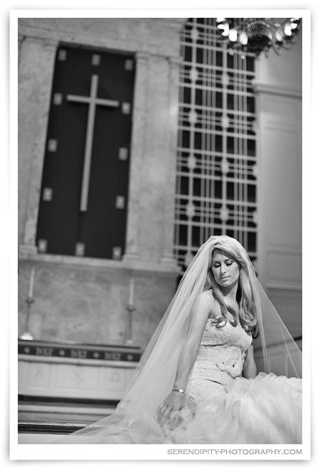 Houston bridal portrait shoot, Houston bridal pictures, Houston Wedding photographer, houston outdoor bridal portrait photography session, bridal portraits at St Luke